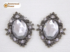 Камни овалы в серебряном ромбовом обрамлении прозрачные