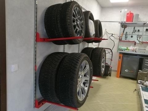 Настенные крепления для комплекта колес (вертикально по 2 колеса)