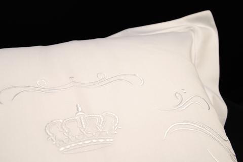 Наволочка для валика 15х40 Christian Fischbacher Luxury Nights Crown 709 белая