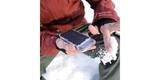 Защитный чехол SP Weather Cover для iPhone 6/6S в руке