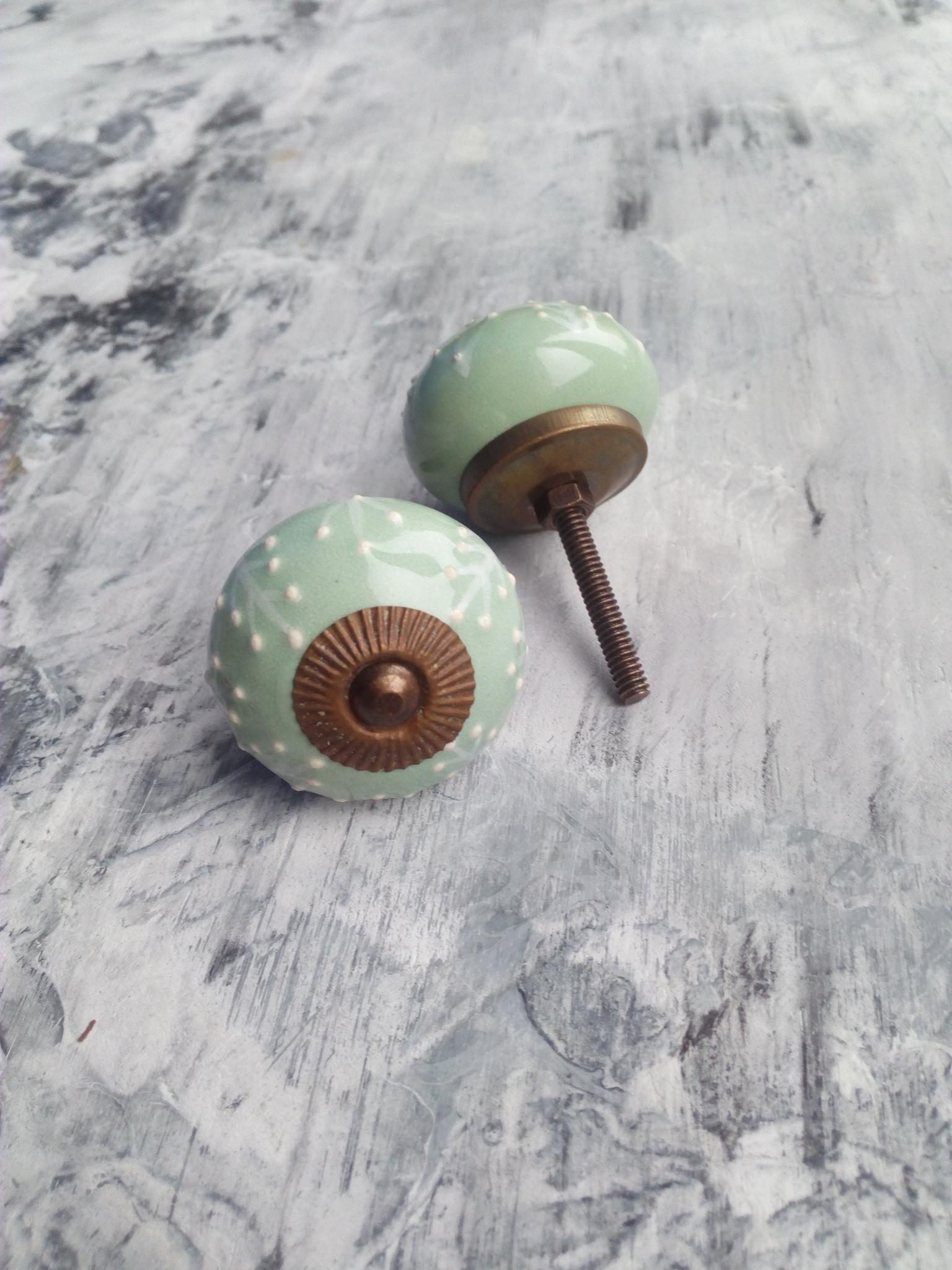 Ручка мебельная керамическая   - цвет шалфей с белым объемным узором, арт. 00001019