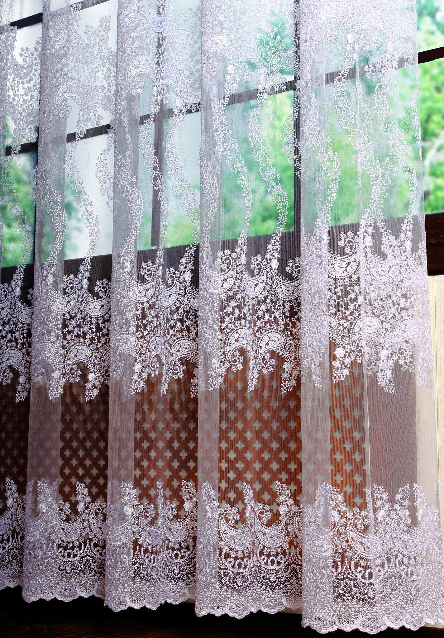 Готовая штора. Микросетка с вышивкой Пейсли (белый)