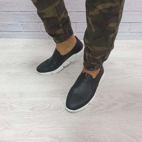Мужские кожаные кроссовки на лето