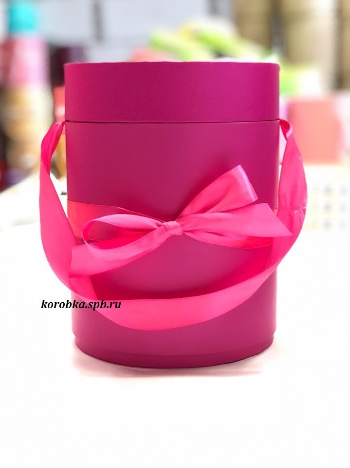 Шляпная коробка D 16 см .Цвет: фуксия . Розница 400 рублей.