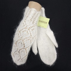 Вязанные варежки из козьего пуха ручной работы белые 13