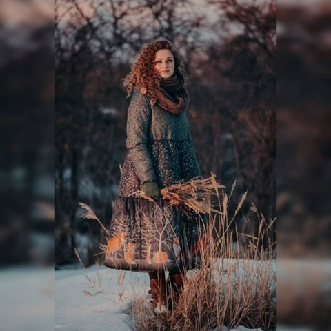 Яна в пальто