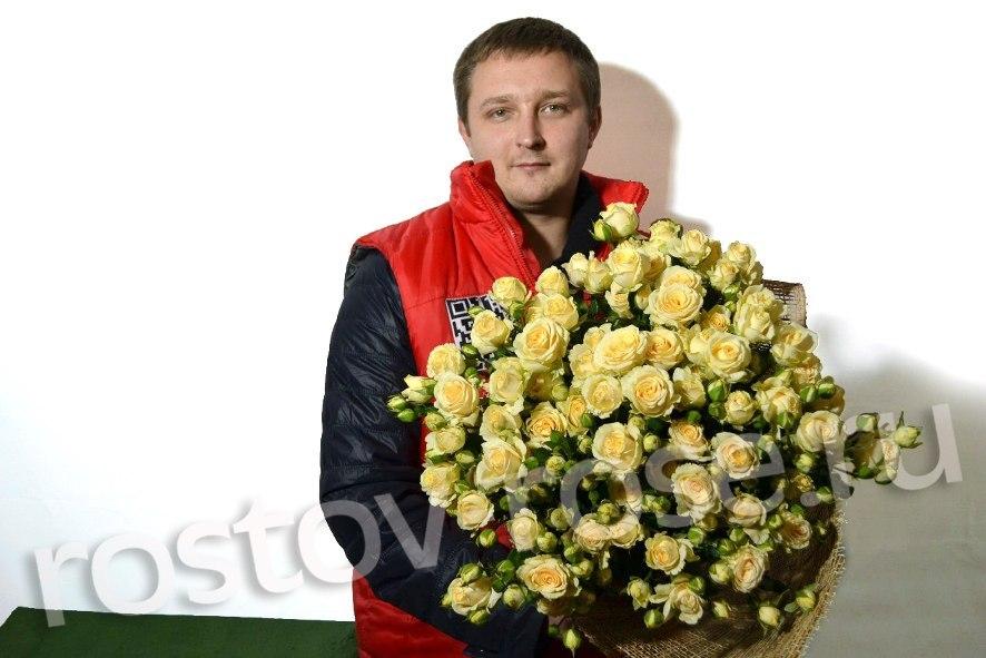 Букет кустовых роз Салинеро