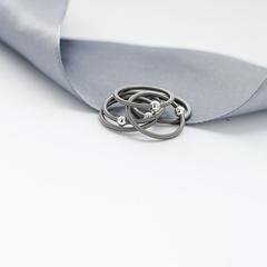 Многослойное кольцо из пружинок с бусинами покрытыми черным родием  оптом и в розницу