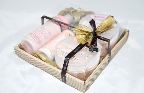 Набор подарочный №8 КЛУБНИКА-МИЛК (пенка200мл, молочко100мл, мусс280 мл, скрабби200мл)/ТМ Chocolatte