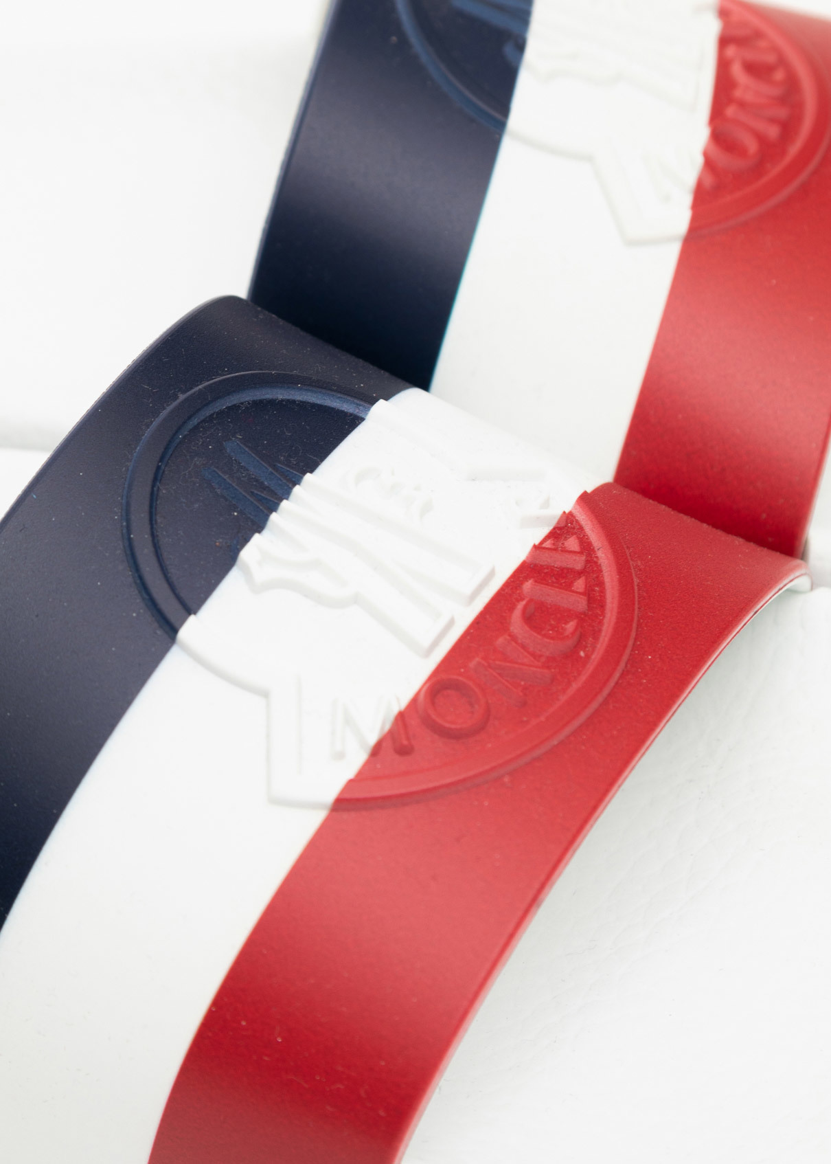 <p>Шлепанцы</p> MONCLER