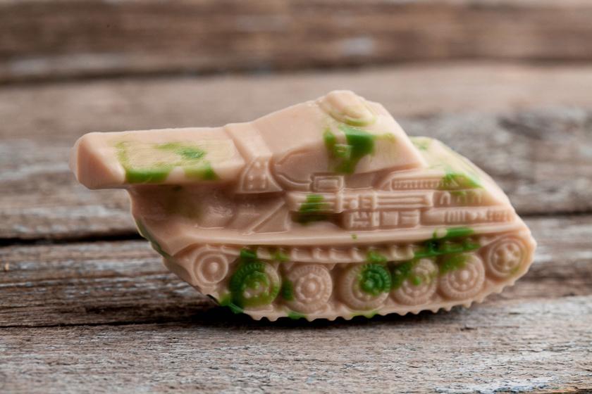 Мыло в виде танка. Пластиковая форма