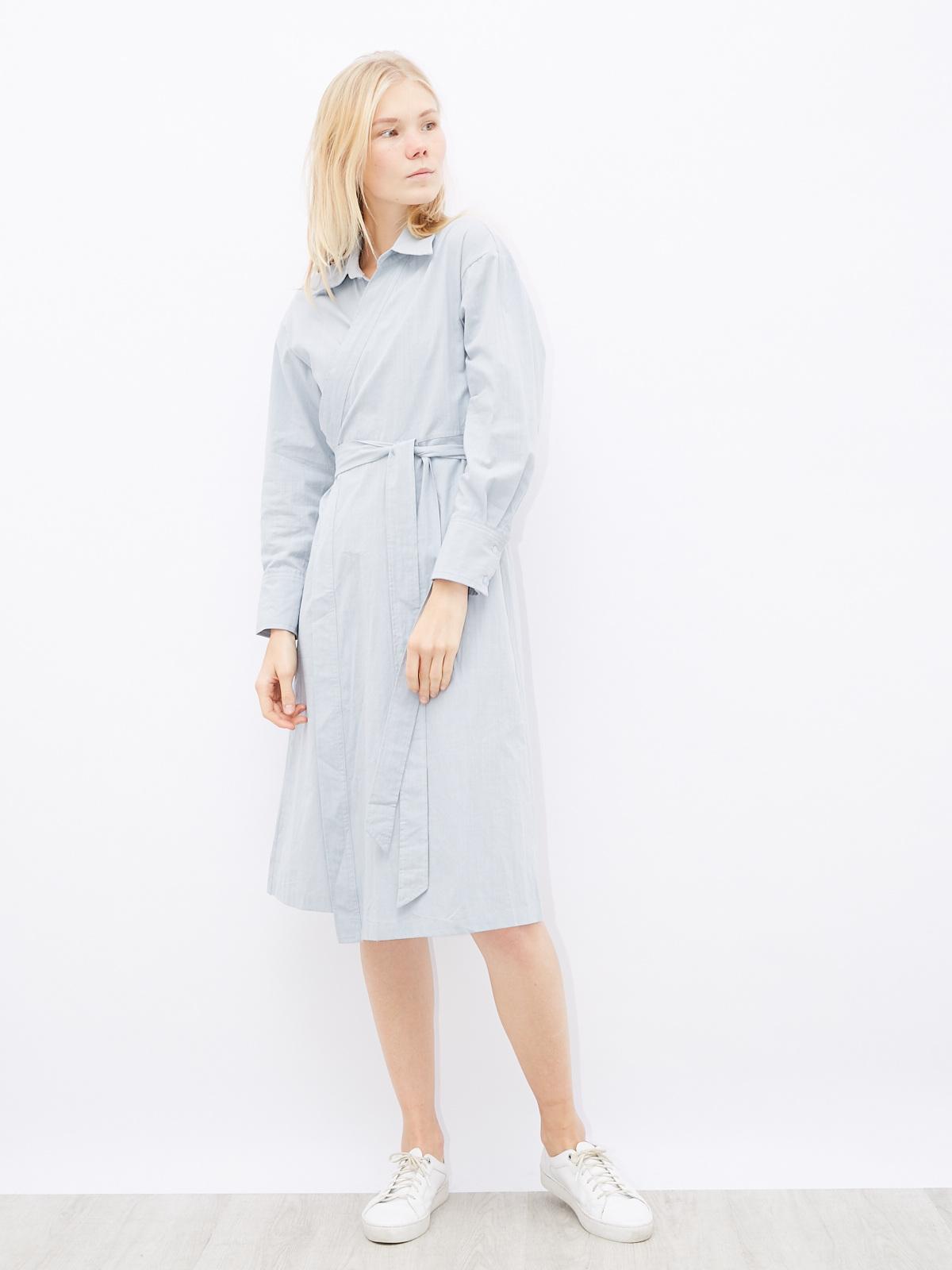 Платье на запах с широкими манжетами