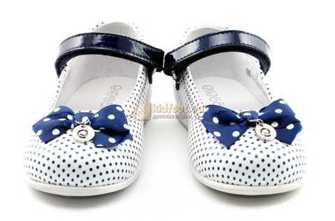 Туфли ELEGAMI (Элегами) из натуральной кожи для девочек, цвет белый в синий горошек. Изображение 5 из 12.
