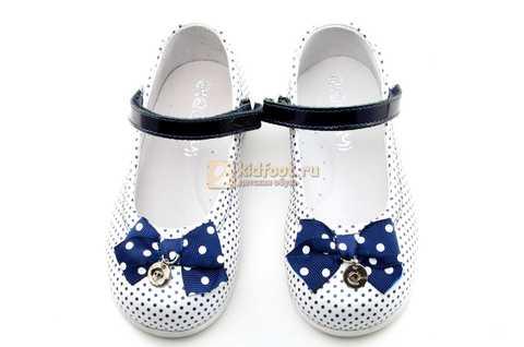 Туфли ELEGAMI (Элегами) из натуральной кожи для девочек, цвет белый в синий горошек. Изображение 9 из 12.