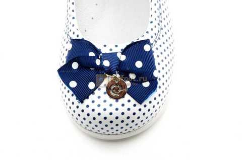 Туфли ELEGAMI (Элегами) из натуральной кожи для девочек, цвет белый в синий горошек. Изображение 10 из 12.