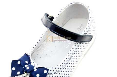Туфли ELEGAMI (Элегами) из натуральной кожи для девочек, цвет белый в синий горошек. Изображение 11 из 12.