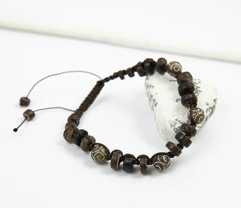 Мужской браслет из деревянных бусин и камня