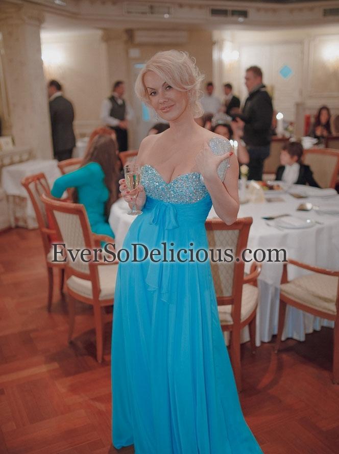 Российская певица Диана Норден в платье Sherri Hill 2873