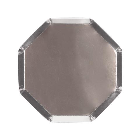 Маленькие серебряные восьмиугольные тарелки