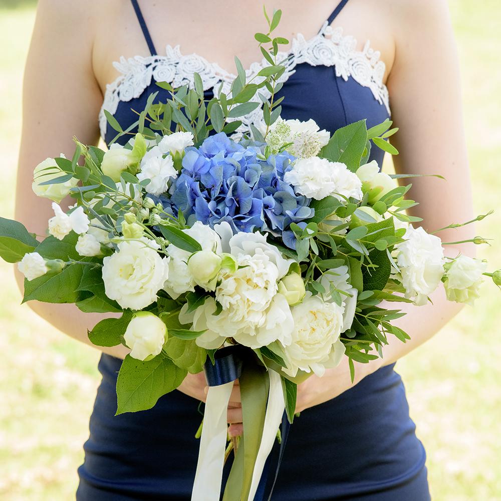 Букет невесты с голубой гортензией купить в Перми
