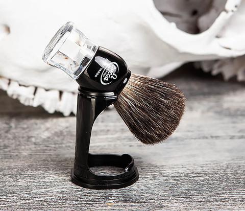 Помазок Omega из барсучего волоса с подставкой