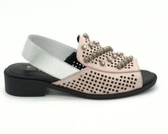 Розовые сандалии из натуральной кожи с отделкой из страз