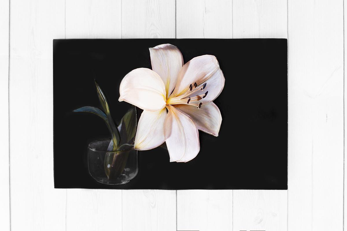 Белая лилия - готовая работа, фронтальный вид.