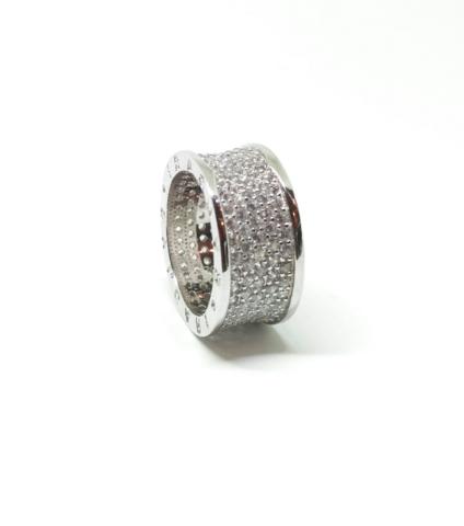 Широкое кольцо из серебра в цирконах