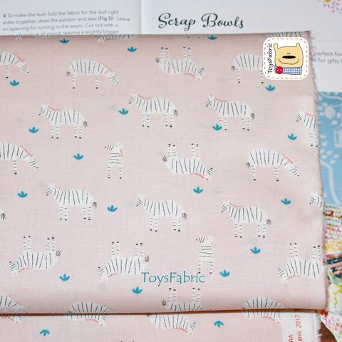 Ткань хлопок Корея Daily Like 20875 (зебры на нежно-розовом) 45х55см