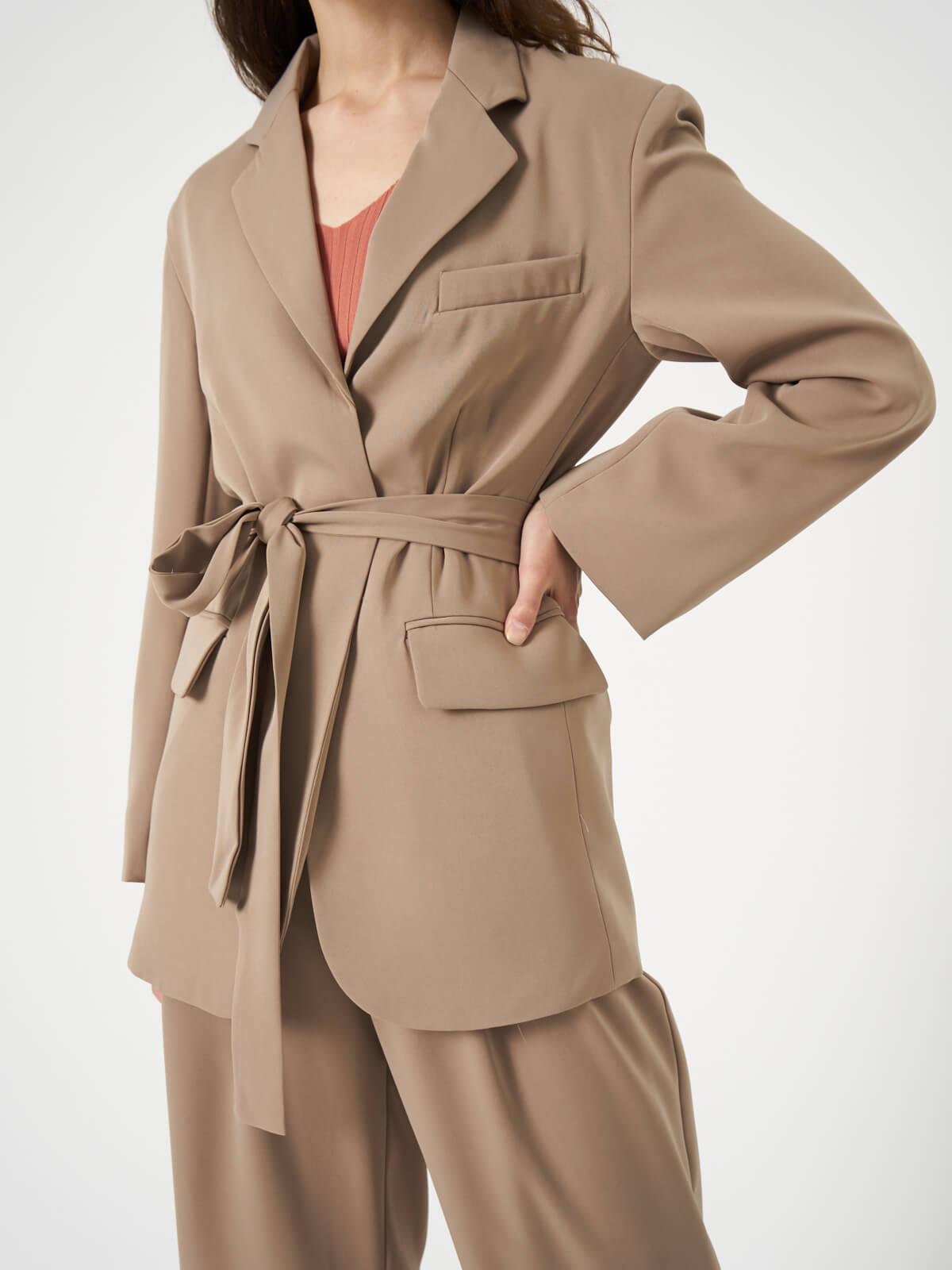 Жакет костюмный удлиненный  с поясом