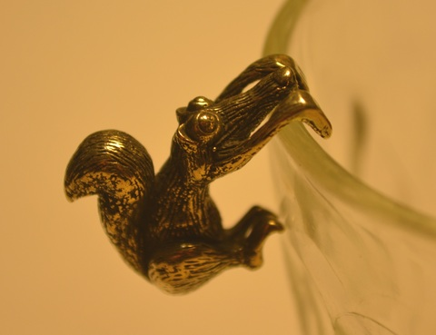 Фигурка из бронзы собутыльник