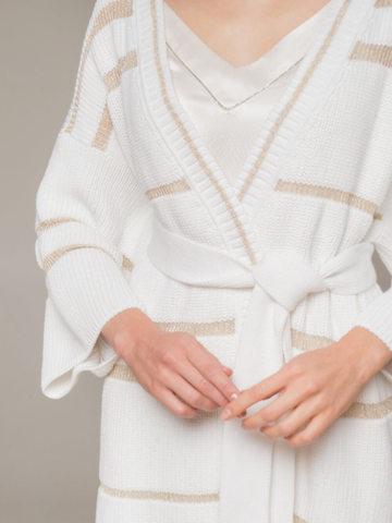 Женский кардиган белого цвета в золотую полосу - фото 2