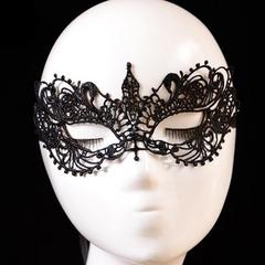 Кружевная маска с атласными лентами