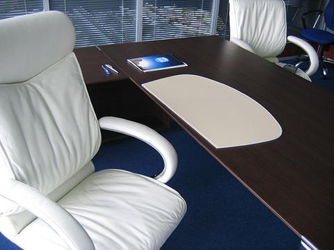 Подложка на стол -Бювар из кожи от BUVARDO, Модель 26.