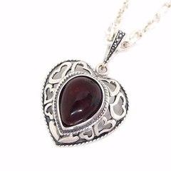 кулон-сердце из серебра с вишнёвым янтарём