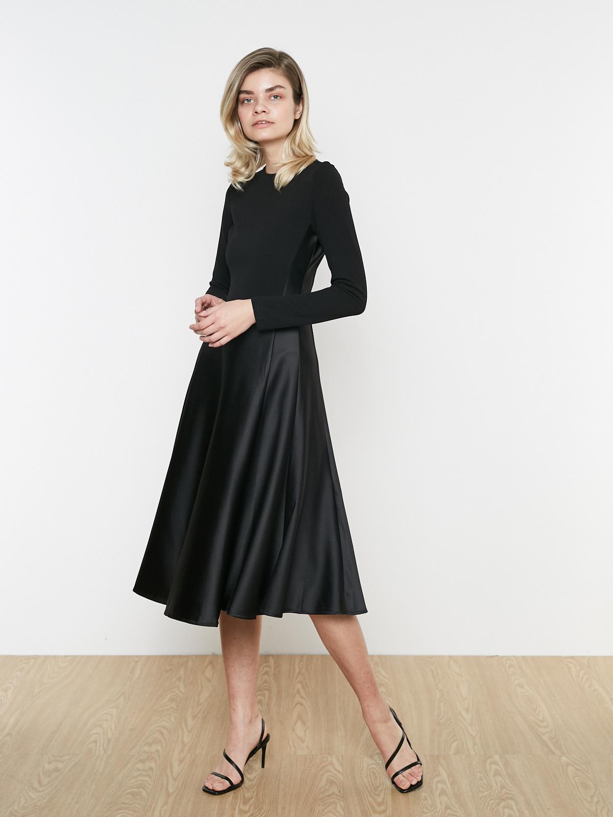 Платье с атласной юбкой