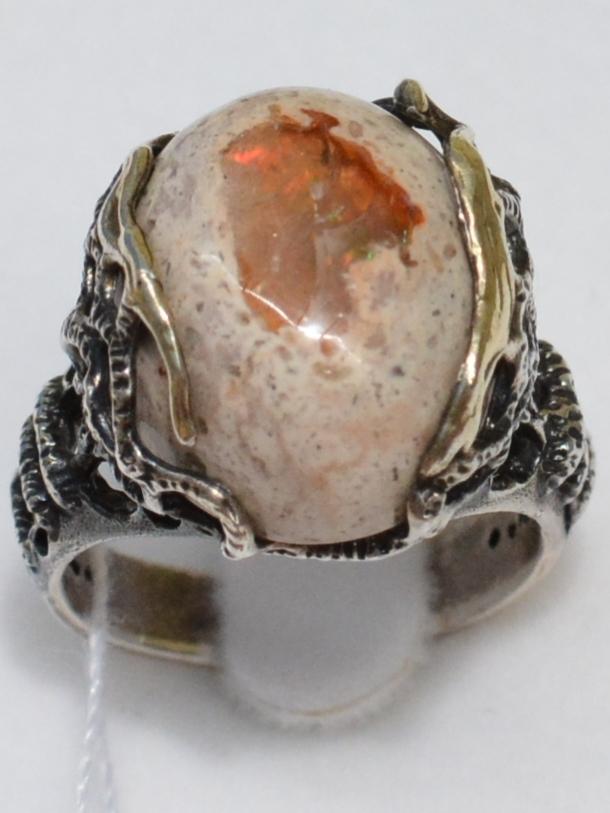 Белый опал (серебряное кольцо с позолотой)
