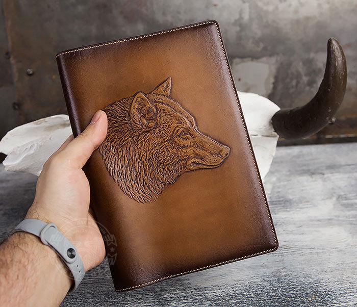 BY05-15-02 Ежедневник в красивой кожаной обложке «Волк» фото 04