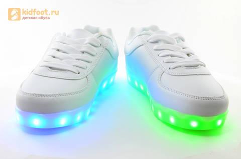 Светящиеся кроссовки с USB зарядкой Fashion (Фэшн) на шнурках, цвет белый, светится вся подошва. Изображение 9 из 29.