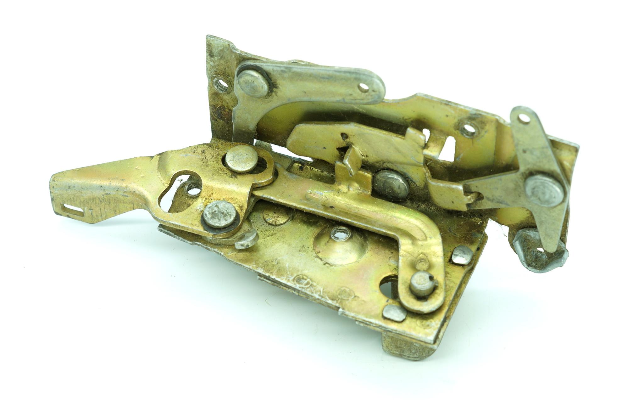 Механизм дверного замка ГАЗ 24