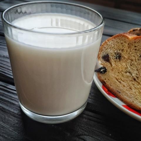 Фотография Молоко пастеризованное 3,2-3,5 % / 1 л купить в магазине Афлора