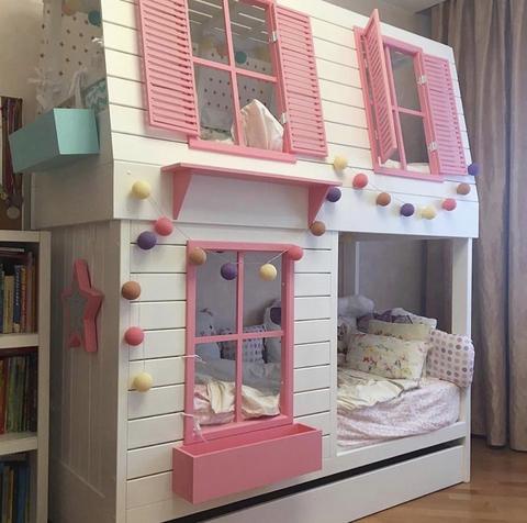 Двухъярусная кроватка для девочки розовая