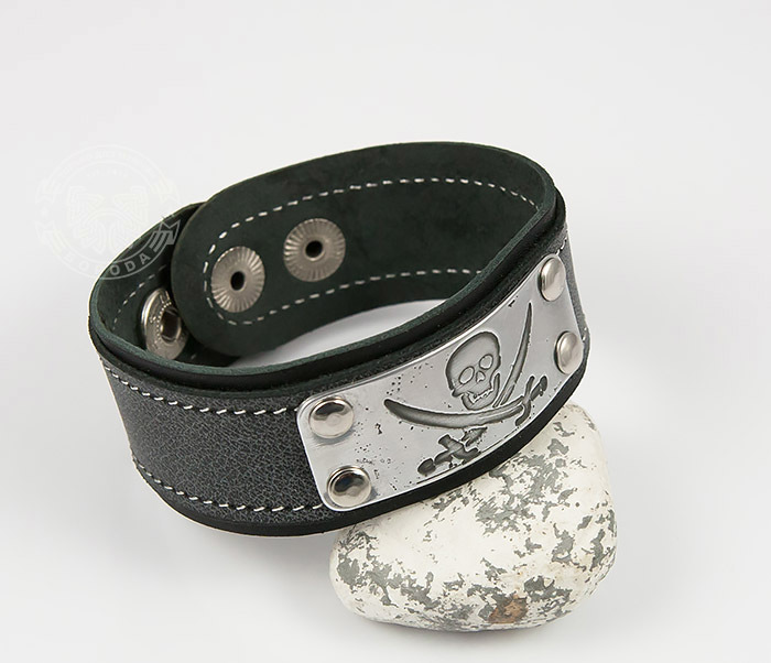 Boroda Design, Кожаный браслет с гравировкой Пират из кожи ручной работы цены онлайн