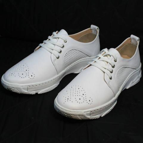 Спортивные туфли кроссовки женские белые. Летние кожаные туфли сникерсы Derem AW.