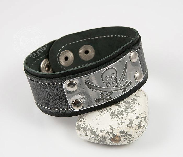 BL453-3 Кожаный браслет с гравировкой Пират из кожи ручной работы фото 05