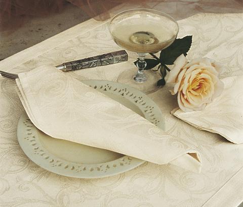 Скатерть 170х240 и комплект салфеток Blanc des Vosges Ombelle сливочная