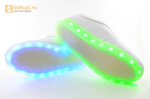 Светящиеся кроссовки с USB зарядкой Fashion (Фэшн) на шнурках, цвет белый, светится вся подошва. Изображение 15 из 29.