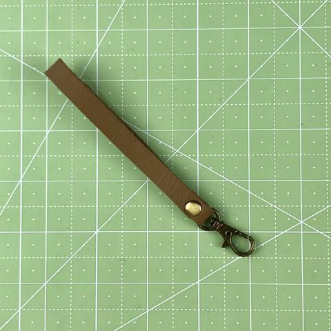 Ремешок-петля с карабином 14 см. (светло-коричневый)