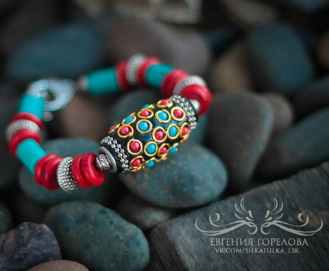 """Бусина """"Индонезийская"""" ручной работы черная с красным и голубым, 32х18 мм (Бохо браслет. Пример)"""