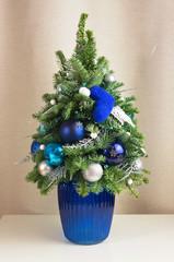 Елочка синяя в вазе 50 см